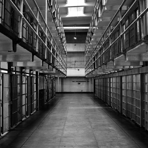 سمپاشی زندان